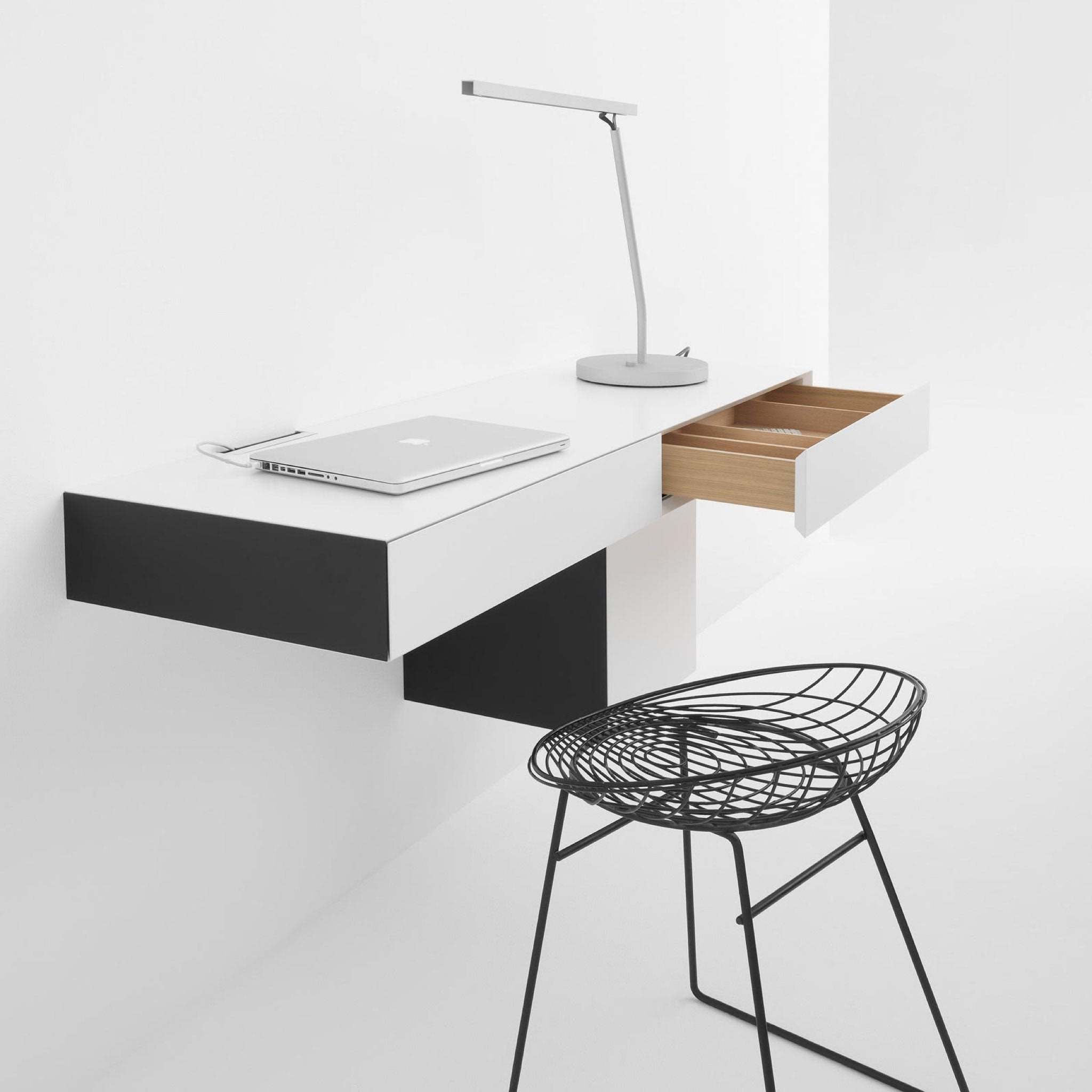 Vision Workstation VE26 by Pastoe